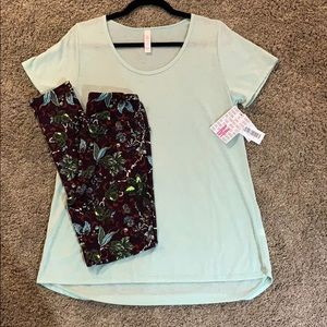Medium classic t with os leggings! Super cute!